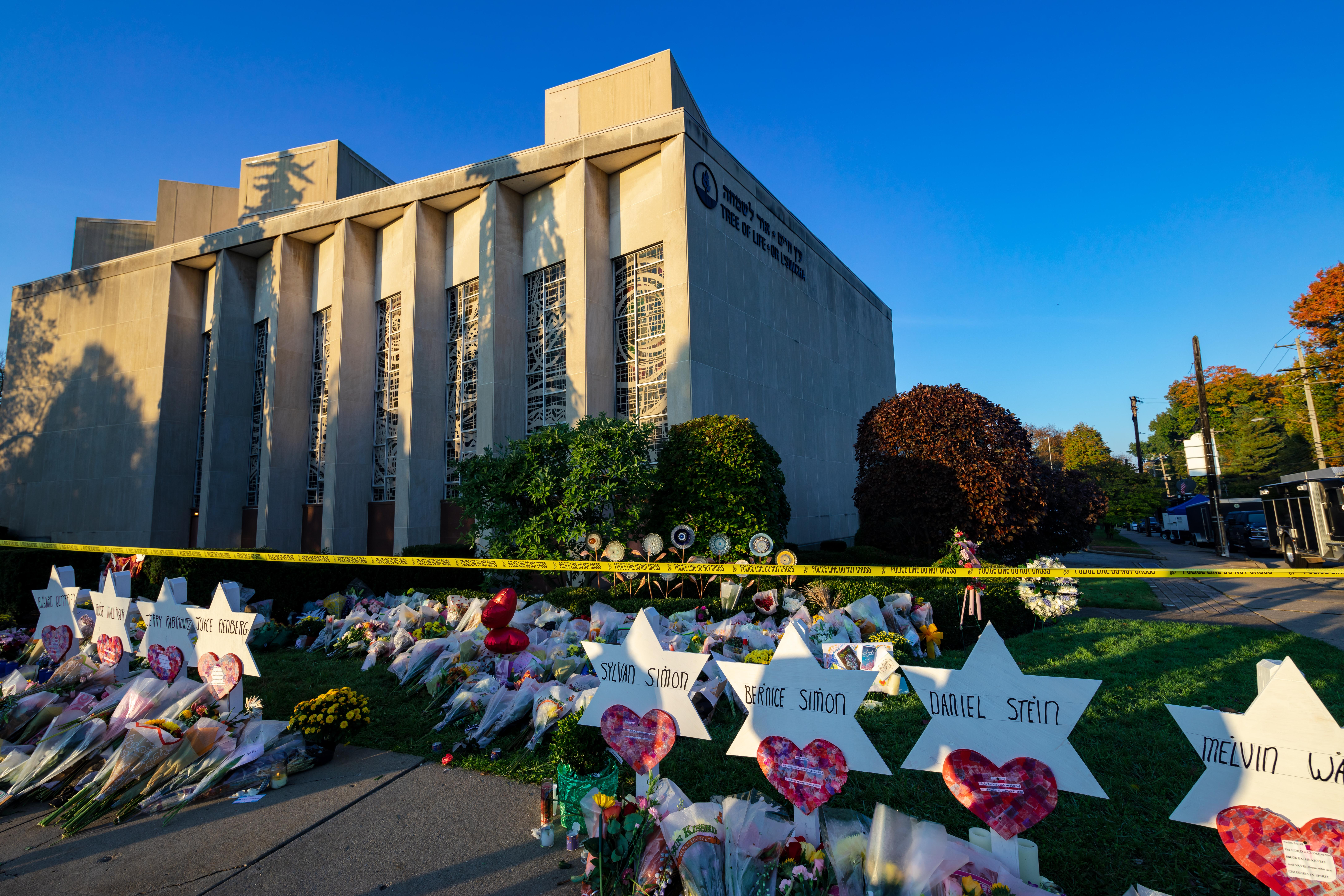 A memorial outside the Tree of Life Congregation Synagogue in Pittsburgh. (Brendt A Petersen / Shutterstock.com